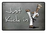 Kick in Fussmatte