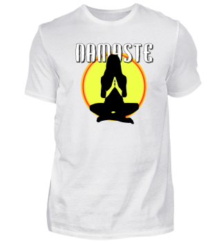 Namaste - Frau meditiert vor Sonne