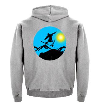 Snowboarder springt vor Sonne