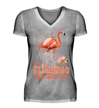 Flamingo unter grauen Vögeln