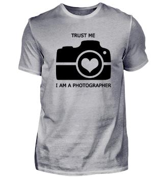 TRUST ME, I AM A PHOTOGRAPHER