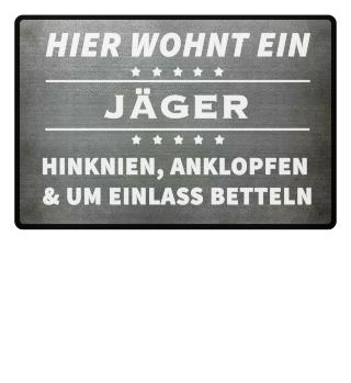 HIER WOHNT EIN JÄGER - Fussmatte
