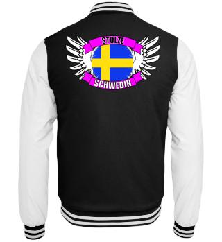 stolze Schwedin mit Flagge und Flügel