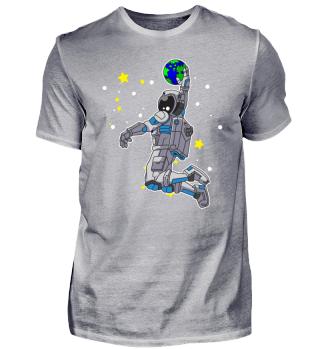 Astronaut spielt Basketball im Weltraum