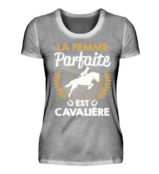 LA FEMME PARFAITE EST CAVALIRE T SHIRT