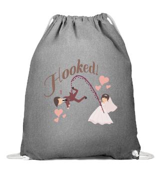 D002-0053B Married - Hooked (Am Haken) -
