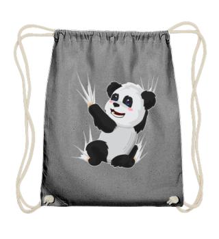 Panda Bär klettert an Rucksack hoch