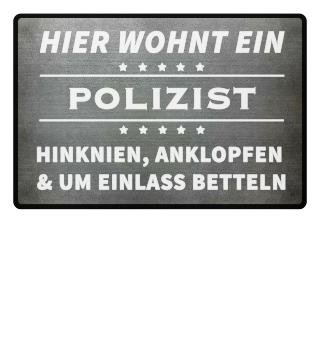 HIER WOHNT EIN POLIZIST- Fussmatte