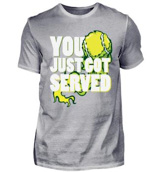T-Shirt Tennis abserviert