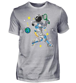 Astronaut spielt Tennis im Weltraum